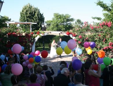vista de los jardines con boda civil