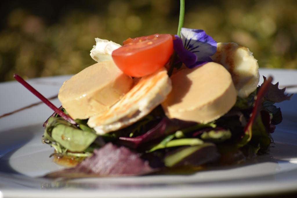 Ensalada de foie y queso de cabra